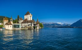 Oberhofen kasztel na Jeziornym Thun, Bernese Oberland, Szwajcaria fotografia stock