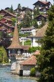 Oberhofen slott på sjön Thun i Schweiz Royaltyfri Fotografi