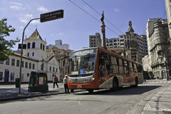 Oberleitungsbus in São Paulo stockfotografie