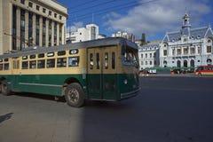 Oberleitungsbuse von Valparaiso Stockbilder