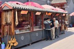 Oberoende trottoar i panjiayuan loppmarknad för Peking Fotografering för Bildbyråer