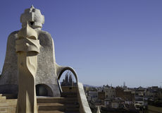 Oberseite der Casen Mila mit Sagrada Familia Stockfotografie