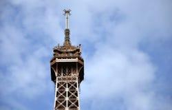 Oberseite des Eiffelturms Stockfotos