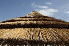 Oberseite des Strohsonnenschirmes Stockfotos