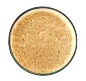 Oberseite eines dunklen stout Bieres getrennt auf Weiß Lizenzfreie Stockfotos