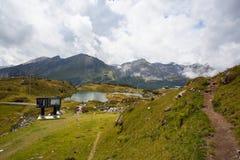 Obertauern,奥地利- 2015年8月16日:从Obe的夏天风景 库存照片