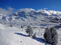 Obertauern nos cumes com uma opinião bonita nas montanhas, Áustria 2015 do panorama Imagem de Stock Royalty Free