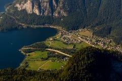 Obertraun,湖Hallstatt -从Dachstein-Krippenst ein的看法 免版税库存图片