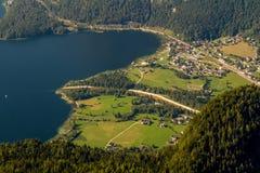 Obertraun,湖Hallstatt -从Dachstein-Krippenst ein的看法 免版税库存照片
