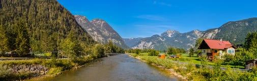 Obertraun en liten by i Österrike royaltyfria bilder