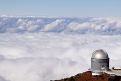 Obervatório com um mar das nuvens Fotos de Stock