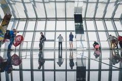 Obervatório da construção do centro financeiro de mundo de Shanghai Fotografia de Stock Royalty Free