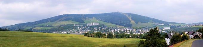 Oberwiesenthal e Fichtelberg no Erzgebirge imagens de stock