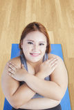 Obese female is exercise abdominal crunches Stock Photos