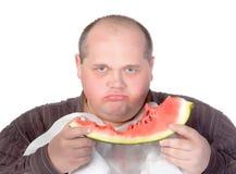 Obese man som är possessiv av hans mat Royaltyfria Bilder