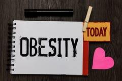 Obesidade do texto da escrita da palavra Conceito do negócio para o excesso do problema médico de nota acumulada gordura corporal Imagem de Stock Royalty Free