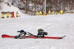 obevakad snowboard Arkivfoto