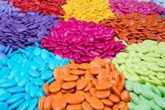 Obfitość cukierków dragees, kolorowa czekolada na tle Zdjęcie Stock