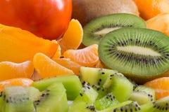 Obfitość owoc na stole Kiwi, tangerines Obrazy Stock