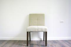 Obiadowy krzesło na laminat podłoga Zdjęcia Stock
