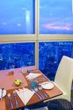 Obiadowy stół i widok od wysokiego budynku Obraz Stock