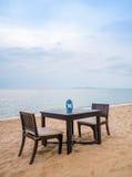 Obiadowy stół przy nadmorski Zdjęcia Royalty Free