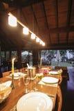 Obiadowy stół w przestronnym pokoju Fotografia Royalty Free