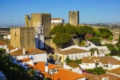 Obidos塔和墙壁,在葡萄牙文化的一次旅行 库存图片