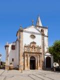 obidos Πορτογαλία Μεσαιωνική εκκλησία της Σάντα Μαρία που παρουσιάζει πύλη αναγέννησης Στοκ Φωτογραφία