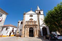 obidos Πορτογαλία Μεσαιωνική εκκλησία της Σάντα Μαρία που παρουσιάζει πύλη αναγέννησης Στοκ Φωτογραφίες