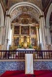 Obidos, Portogallo Altare di Santa Maria Church medievale con una pala Immagine Stock