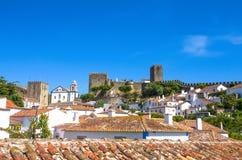Obidos, Portugal: Cityscape van de stad met middeleeuwse huizen stock fotografie