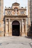 Obidos, Portugal Het Renaissanceportaal van de middeleeuwse Kerk van Santa Maria Stock Fotografie