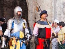 Obidos, Portugal Soldados medievais na parada do reenactment medieval do mercado Fotografia de Stock Royalty Free