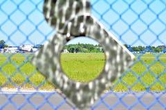 Obiektyw dziura obserwacji dziura w ogrodzeniu obraz royalty free