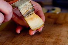 obieranie bananowy plasterek Obraz Stock