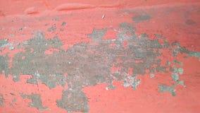 Obieranie czerwona farba na betonowej ścianie Tło Zakończenie obraz stock