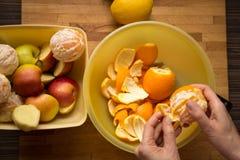 Obieranie owoc dla śniadania obraz royalty free