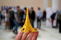 Obietti sotto forma di stivale stampato su una stampante 3d e coperto di smalto Fotografia Stock
