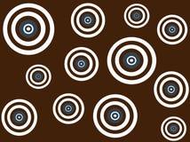 Obiettivi bianchi, marroni e blu su priorità bassa marrone Fotografia Stock Libera da Diritti