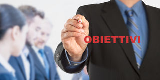 Obiettivi, testo italiano per gli scopi, scrittura dell'uomo di affari, gruppo Fotografie Stock Libere da Diritti