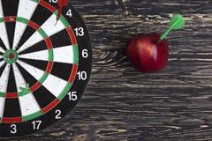 Obiettivo con la freccia e la mela Fotografia Stock Libera da Diritti