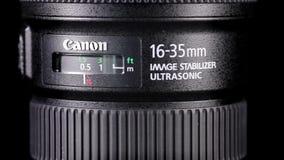 Obiettivo di Canon sopra fondo scuro archivi video
