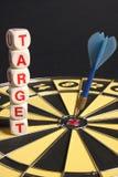 Obiettivo di parola nella scheda del gioco del dardo Immagini Stock Libere da Diritti