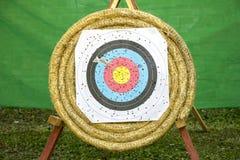 Obiettivo di tiro all'arco con le frecce Immagini Stock