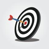Obiettivo di tiro con l'arco con il dardo penetrante Fotografie Stock Libere da Diritti