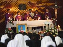 Obispo en la plataforma santa Imagenes de archivo