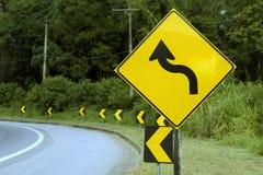 objazdy wskazówkę czerwonych stopu wstążek ostro znak ruchu drewna Fotografia Royalty Free