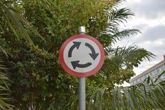 objazdy wskazówkę czerwonych stopu wstążek ostro znak ruchu drewna Zdjęcie Stock