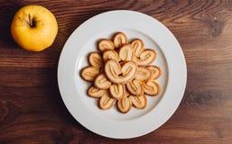 Objecte des détails de biscuit de pomme de photo en bois Images libres de droits